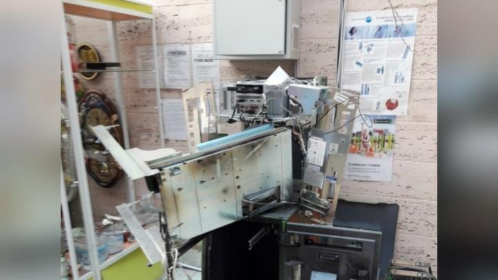 Дерзкое ограбление, как в кино: в Башкирии четверо налетчиков взорвали банкомат