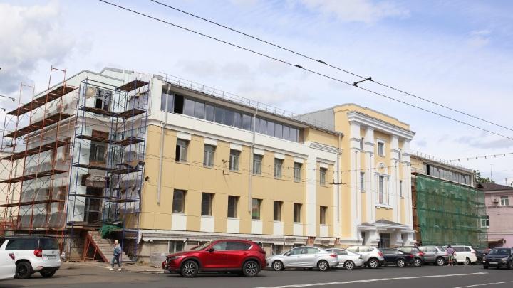 «Как мне это развидеть?»: в центре Ярославля историческое здание обшили пластиком