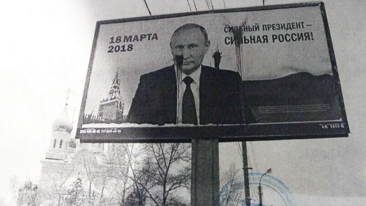 Суд признал экс-координатора архангельского штаба Навального невиновным в порче баннера с Путиным