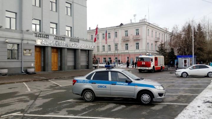 Третья волна «минирований»: в Омске эвакуировали людей из зданий