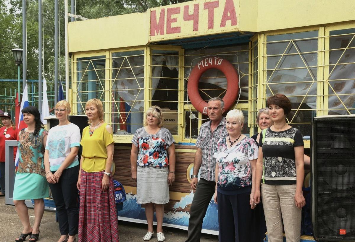 Еще недавно московские управленцы торжественно открывали детские смены