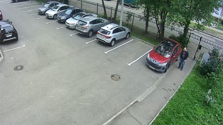 «Машина похожа на мою, человек похож на меня»: ярославского депутата обвиняют в езде без прав