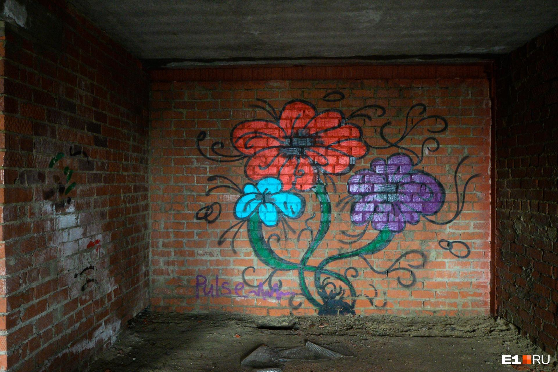 Одно из двух граффити, что мы увидели