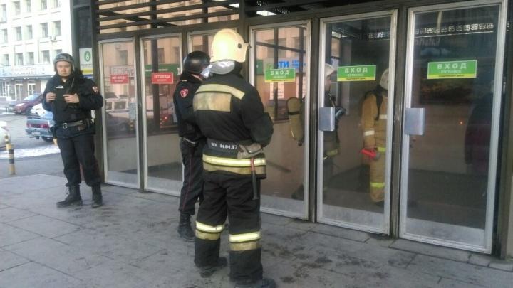 Станцию метро «Площадь 1905 года» закрыли из-за сообщения о минировании