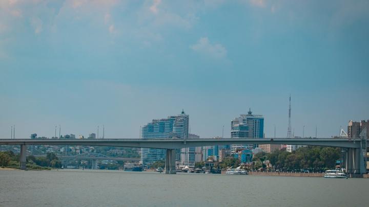 Хотела спрыгнуть в реку: на Ворошиловском мосту спасли девушку