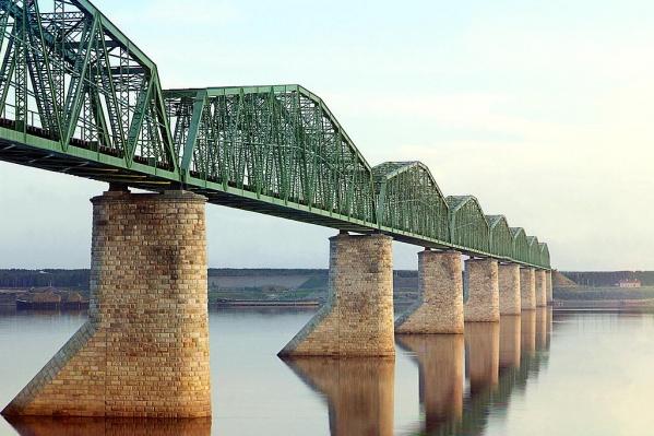 Спустя сто лет охранники РЖД уже не разрешили нам сфотографировать этот мост