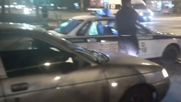 От освидетельствования отказался: в Челябинске полицейский разбил Mercedes, проехав на красный