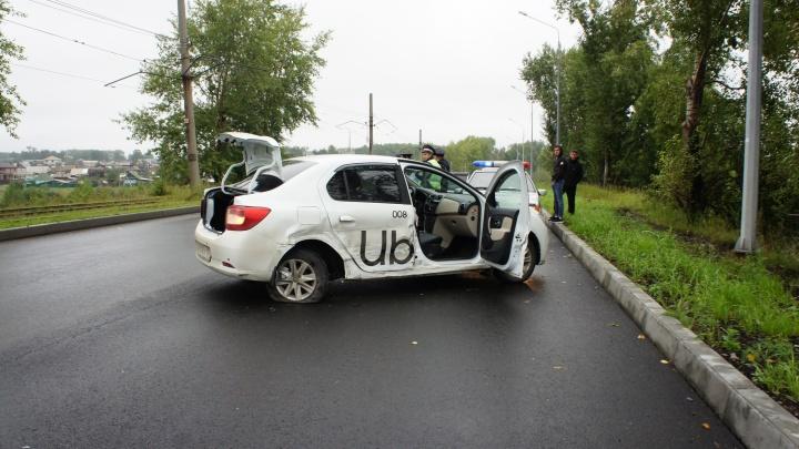 В Нижнем Тагиле молодой парень протаранил машину такси, в которой ехали дети