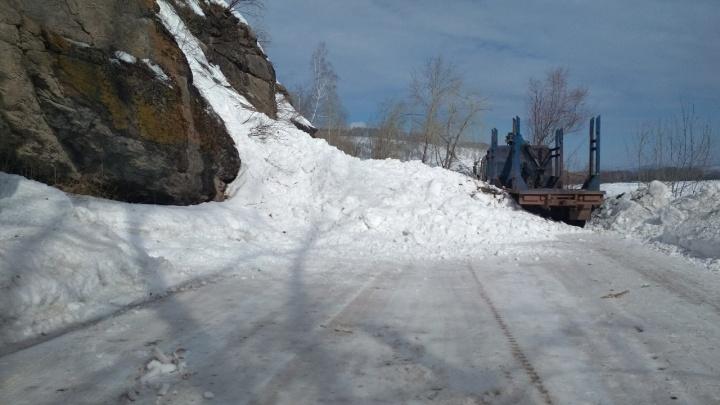 В Красноярском крае лавина сошла на автомобильную дорогу