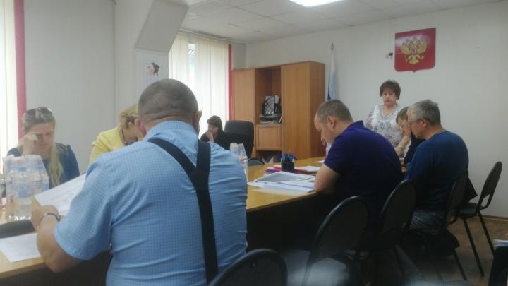 Жительница Савинска рассказала, что плесецкие депутаты не дали их послушать. Вызвали полицию