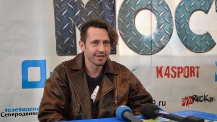 «Тащи гармошку»: известный российский музыкант устроил в Архангельске концерт для случайных прохожих