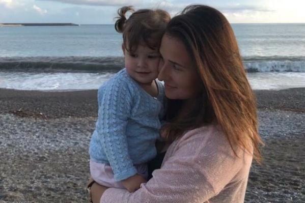 Суд решил, что двухлетняя София должна жить с папой в Италии, но пока девочка еще в России