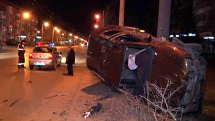 В Дзержинске пьяный водитель без прав пытался скрыться от полиции, но его остановил столб