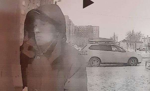 В Челябинске преступник напал на двух школьниц в подъезде многоэтажки