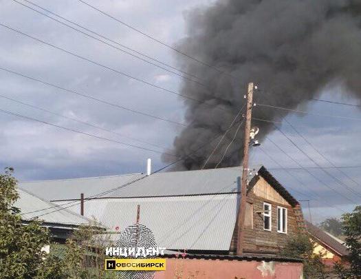 На улице Красный Факел появился столб едкого дыма