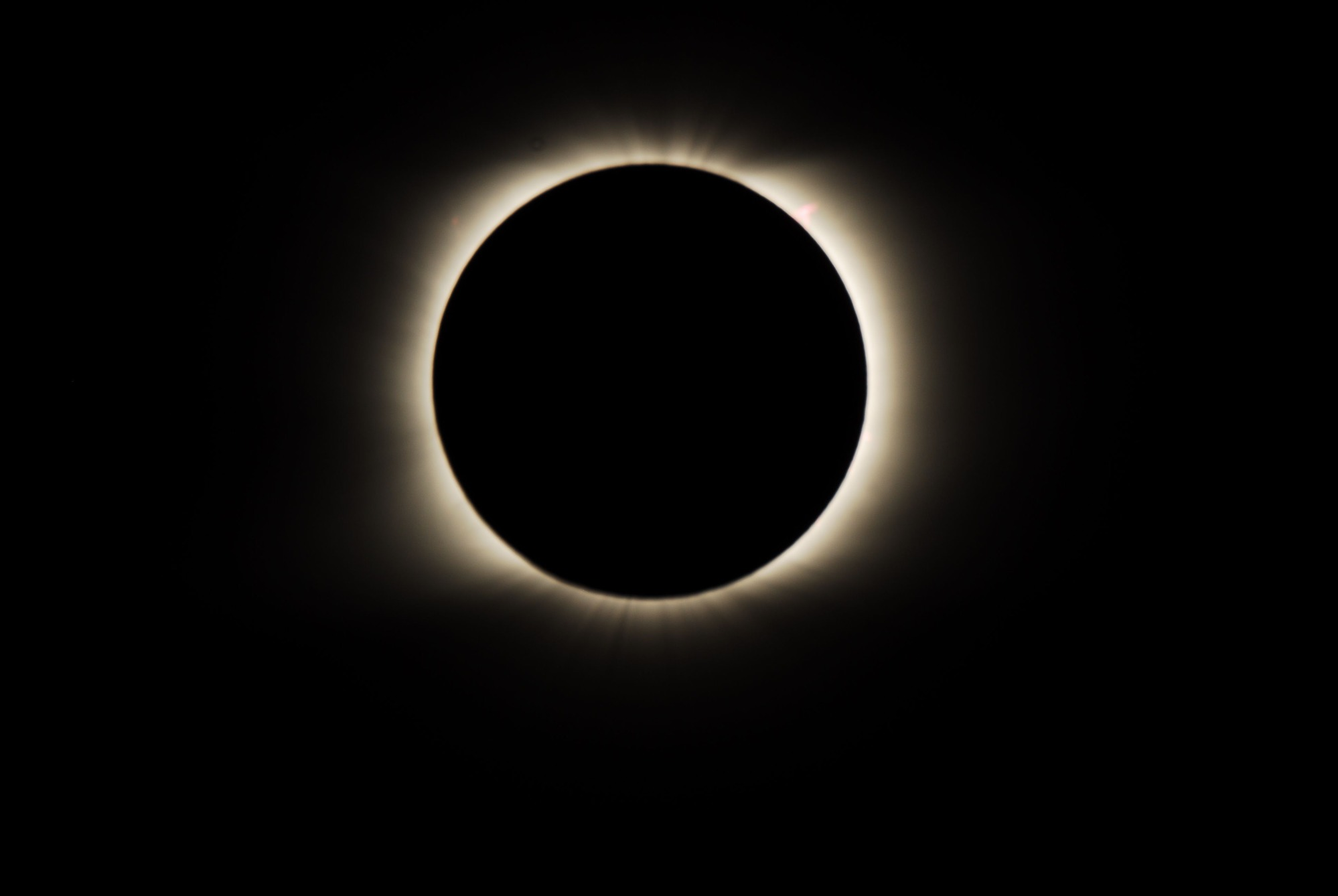 Съемка «Веги» солнечного затмения 2008 года, если присмотреться, на час дня видно протуберанец «Голова коня»