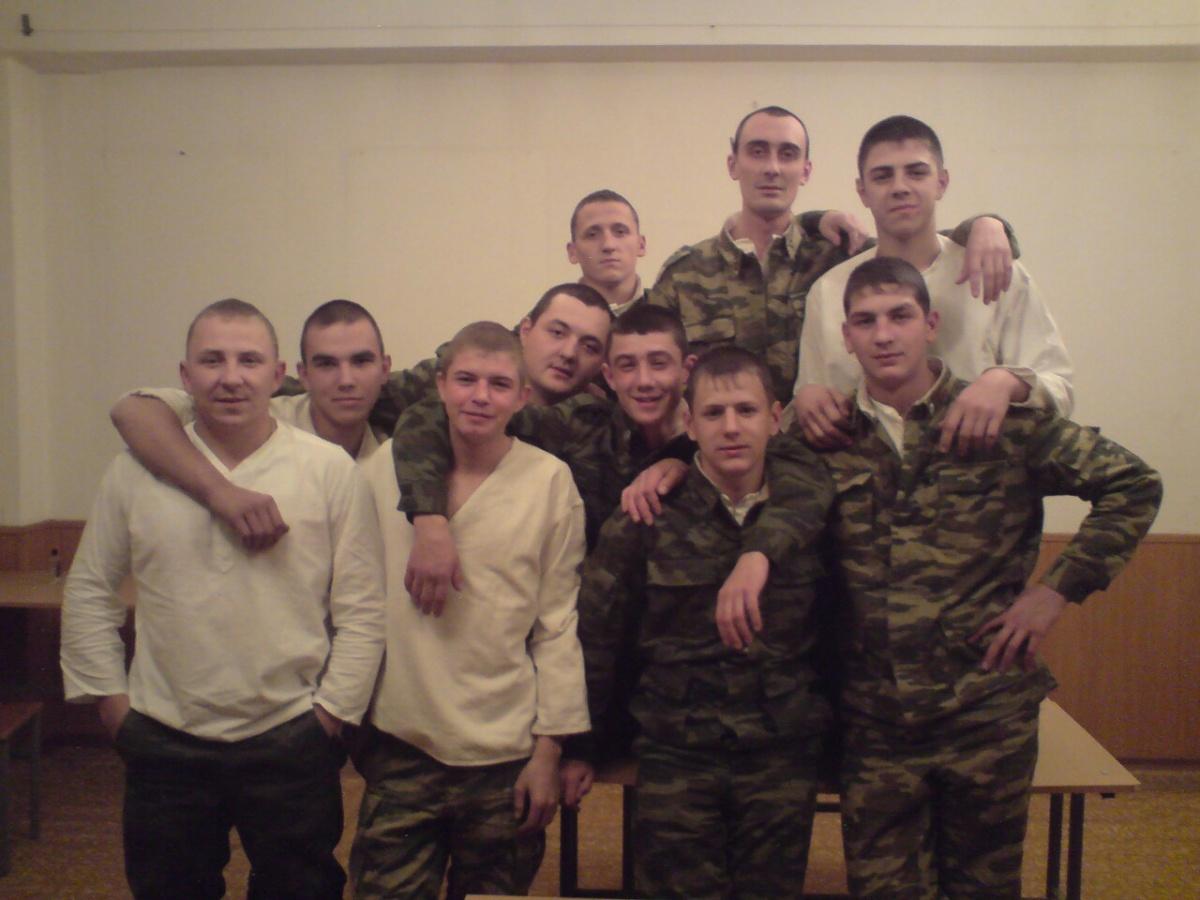 Здесь Сергей третий слева внизу.