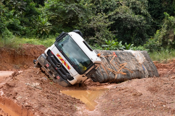 Самой плохой Алексей Камерзанов признал дорогу, проходящую через национальный парк в Габоне