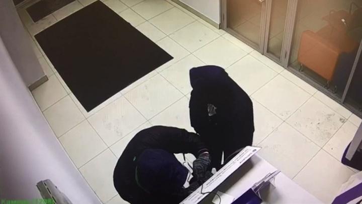 Закончено расследование кражи 15 млн из банкоматов по Красноярску. В деле появились трое обвиняемых