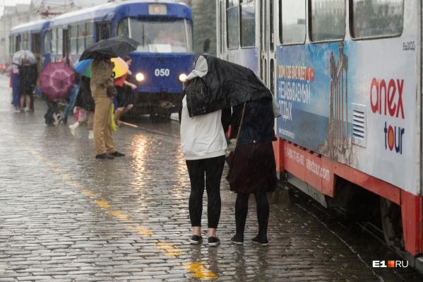 Спасатели и синоптики предупредили уральцев, что грозы и шквалистый ветер могут прийти в любой момент