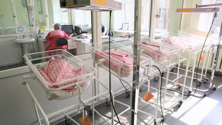 «В год 1-2 младенца»: глава минздрава прокомментировал рождение детей с онкозаболеваниями в крае