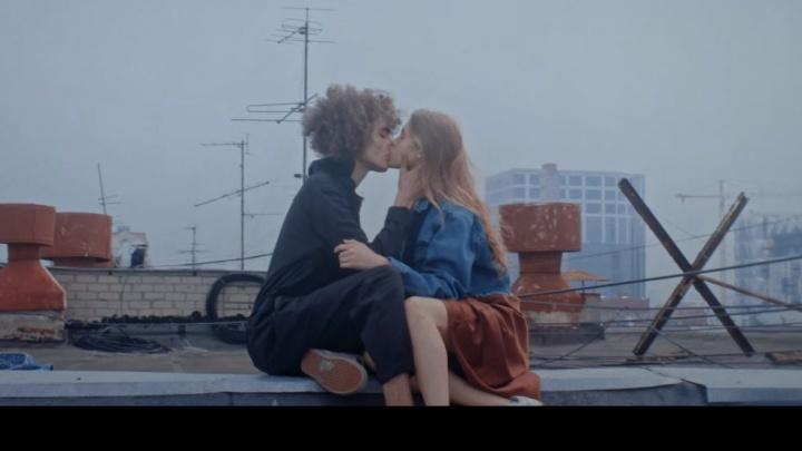 Уральские киношники показали клип, который сняли для Дельфина. Там очень много поцелуев