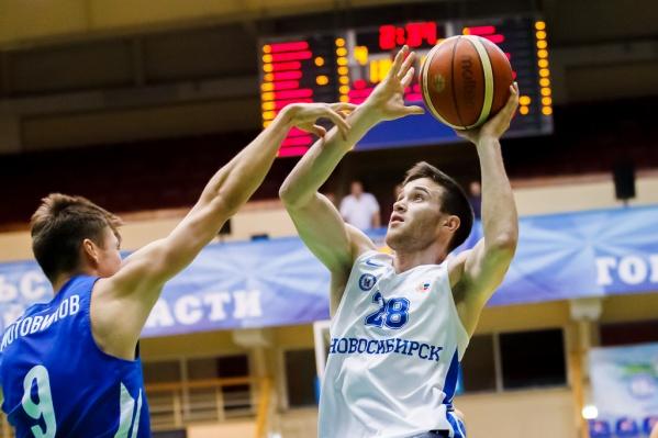 Новосибирская команда уступила соперникам 14 очков