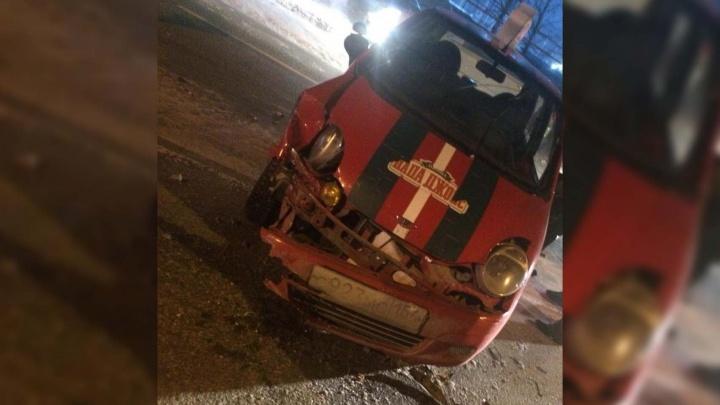 Ведомственный автомобиль повернул через двойную сплошную и попал в аварию — водитель в больнице