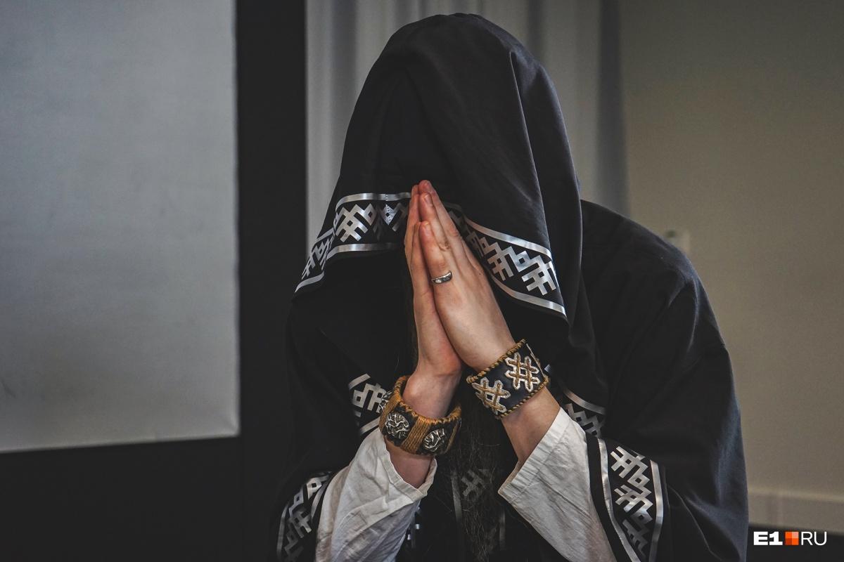 Нейромонах Феофан приехал на Урал и рассказал, когда снимет капюшон и как на него реагирует церковь