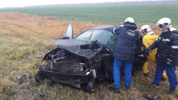 Chevrolet отбросило в кювет: на трассе под Самарой в ДТП погибли 2 человека