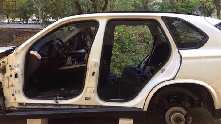 Оставили только кузов: в Ростове полностью «раздели» BMW X5