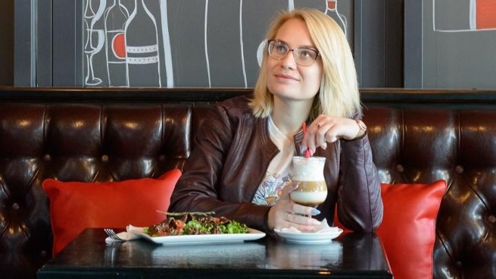 Красивая девушка попробовала четыре бизнес-ланча, чтобы понять, где лучше кормят