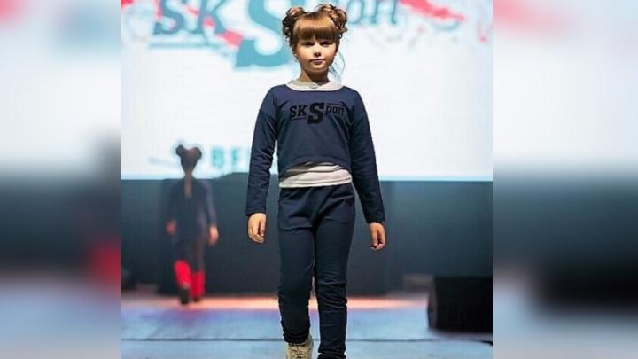 Первоклассница из Красноярска вышла на подиум Недели детской моды в Москве