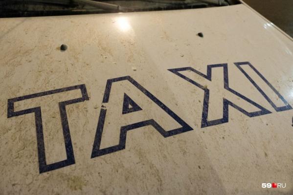 Пассажиры такси возмутились, что с них потребовали плату вперед