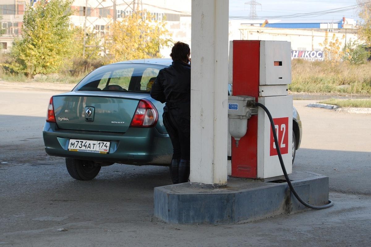 Независимые АЗС вынуждены продавать топливо по более высоким ценам, чем сетевые заправки