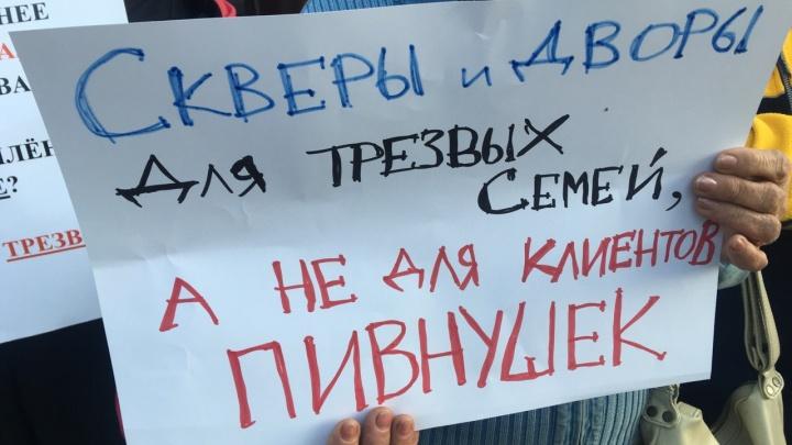 Жители ОбьГЭСа устроили митинг против круглосуточной пивной в жилом доме