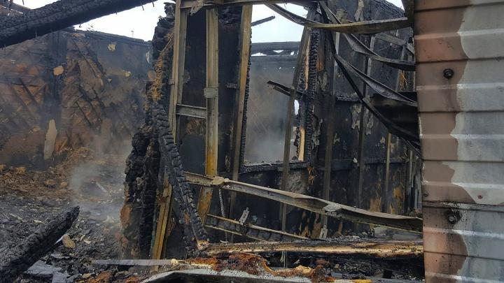 В Волгодонском районе мать с тремя детьми сгорели при пожаре