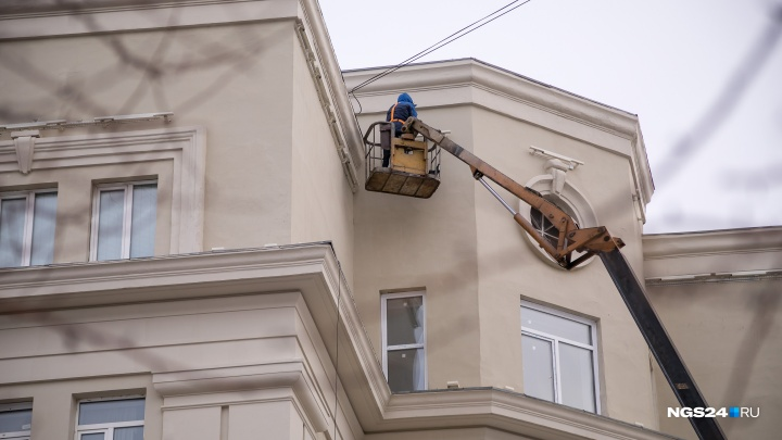 В мэрии прокомментировали облупившуюся спустя полгода краску с домов в центре