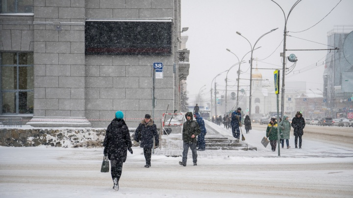 Власти рассказали, когда на здании мэрии в Новосибирске пойдут часы