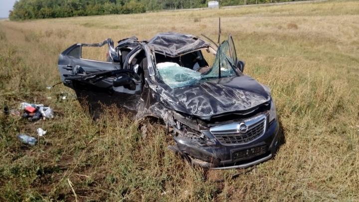 На трассе Уфа — Оренбург женщина-водитель на Opel вылетела в кювет, пострадал ребенок
