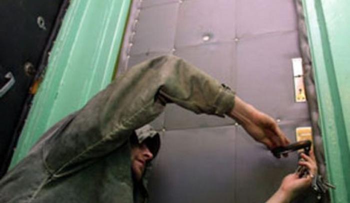 Житель Уфы застал врасплох грабителей в своей квартире