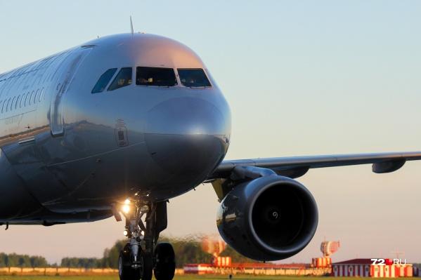 В компании не смогли пересадить тюменцев на другой рейс, чтобы они успели прилететь в Париж. Вместо этого их переоформили на рейс по другому маршруту