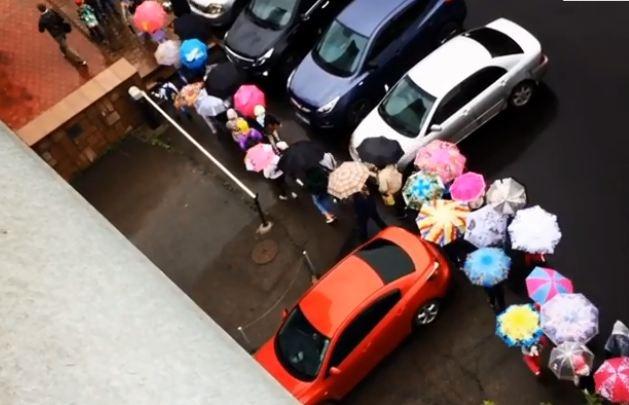 Позитивная фотоподборка дождливого дня в Красноярске