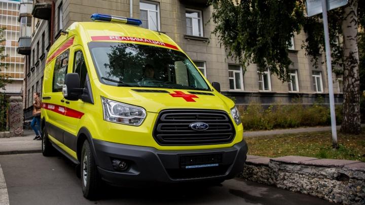 Мужчина выпал из окна в Кировском районе