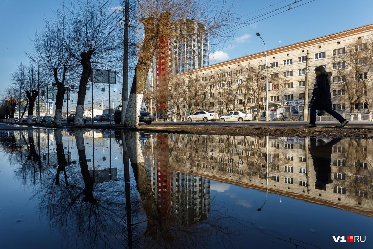 Идущим по проспекту Ленина предоставлен выбор: вплавь или по бордюру у проезжей части