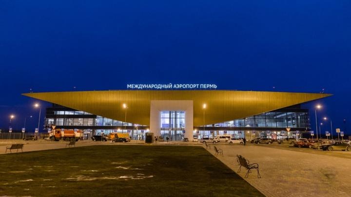 Из-за удара молнии в пермском аэропорту эвакуировали пассажиров