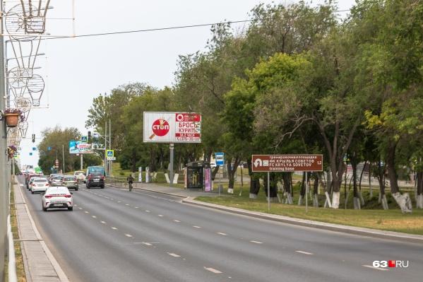 Билборды вдоль проезжих частей отвлекают водителей от ситуации на дороге