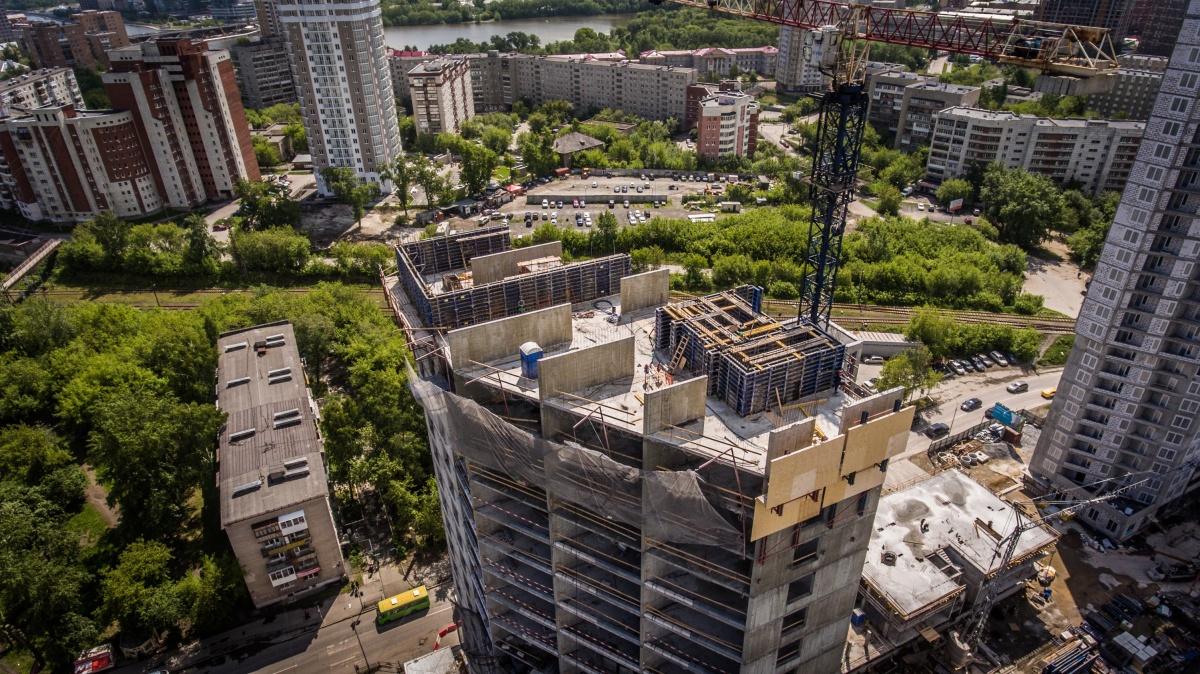 Микрорайон зелёный и уже обжитый, с развитой инфраструктурой