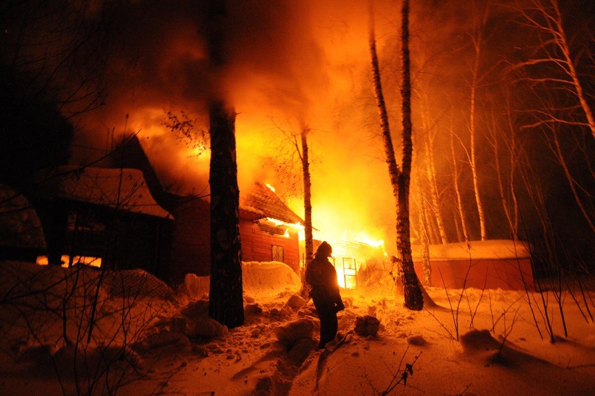 Причиной пожара могла стать неосторожность при курении