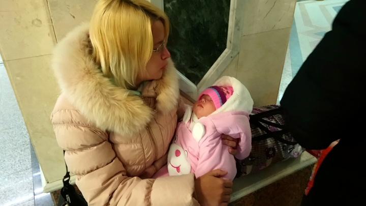 Побег из Таиланда: омичке удалось спастись от тюрьмы и вернуться на родину с новорожденной дочерью